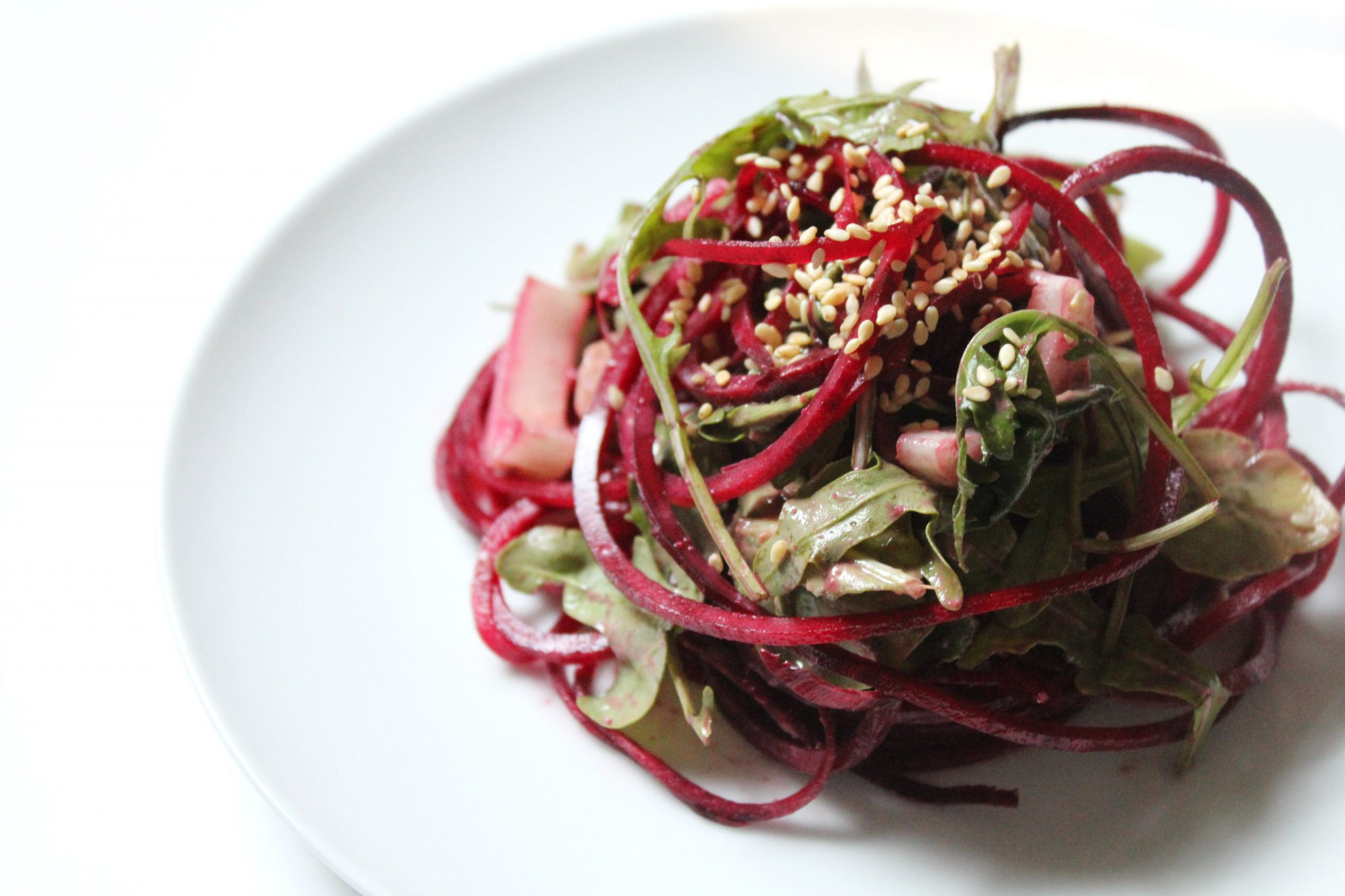 Raw Balsamic Tahini Beet Noodles | Strength and Sunshine @RebeccaGF666 #glutenfree #raw #vegan