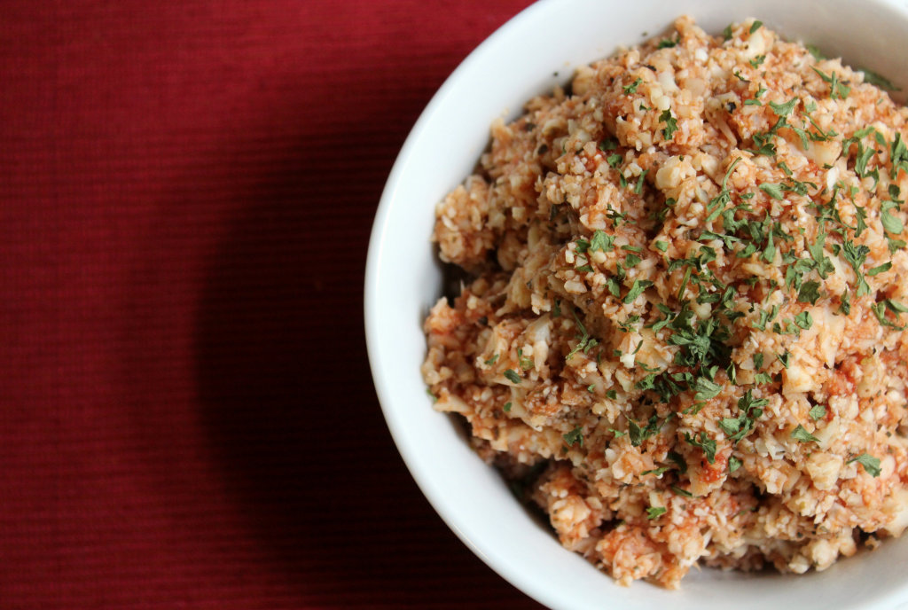 Tomato Basil Cauliflower Rice | Strength and Sunshine #lowcarb #glutenfree #paleo #vegan