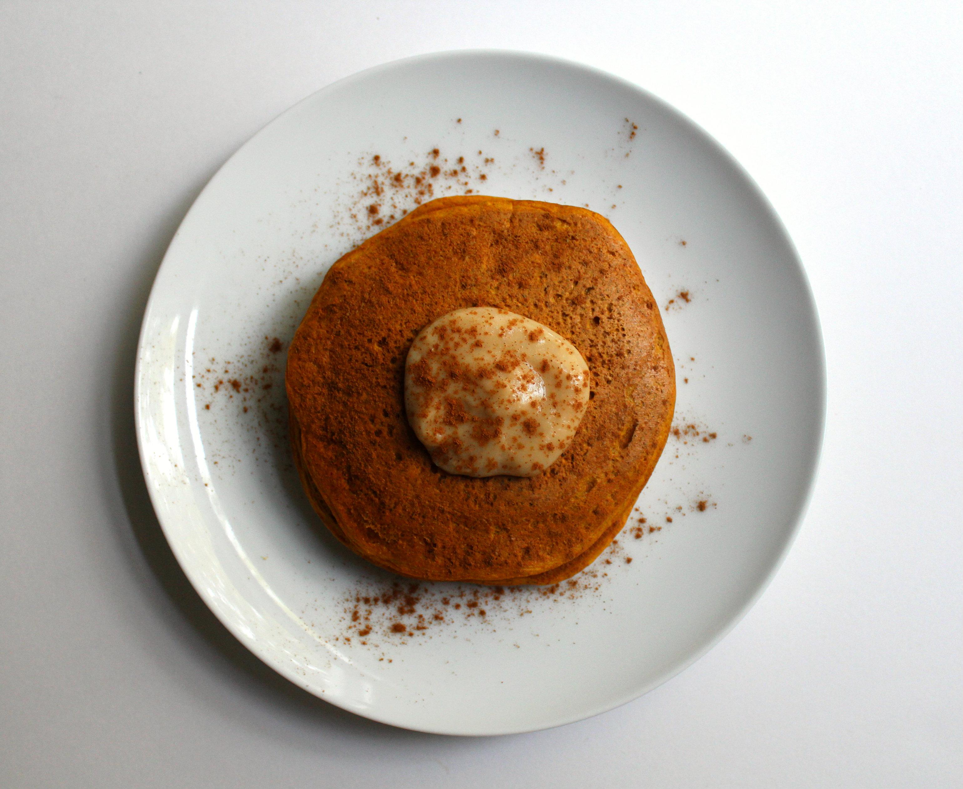 Ultra-Fluffy Vanilla Pumpkin Chickpea Pancakes | Strength and Sunshine #glutenfree #grainfree #vegan