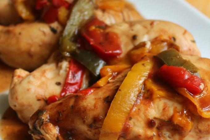 Slow Cooker BBQ Chicken | Strength and Sunshine @RebeccaGF666 #glutenfree #paleo #slowcooker #chicken