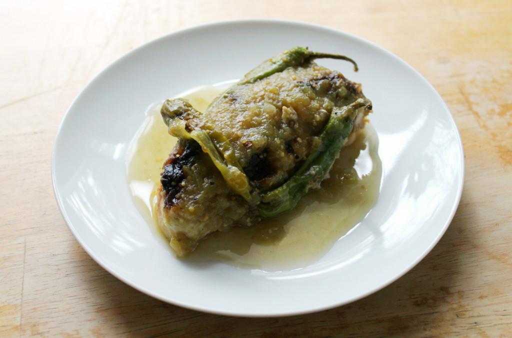Black Garlic Shishito Verde Chicken | Strength and Sunshine @RebeccaGF666 #chicken #blackgarlic #shishito #glutenfree #paleo #dinner
