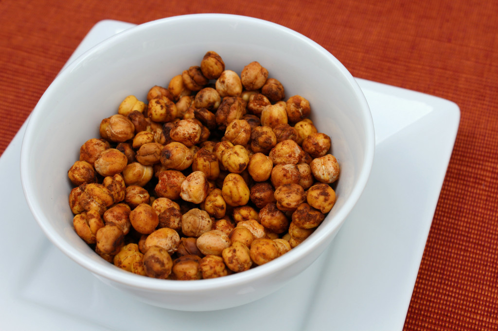 Roasted Smoked Paprika Cinnamon Chickpeas | Strength and Sunshine @RebeccaGF666 #chickpeas #glutenfree #vegan #smokedpaprika #cinnamon #snacks