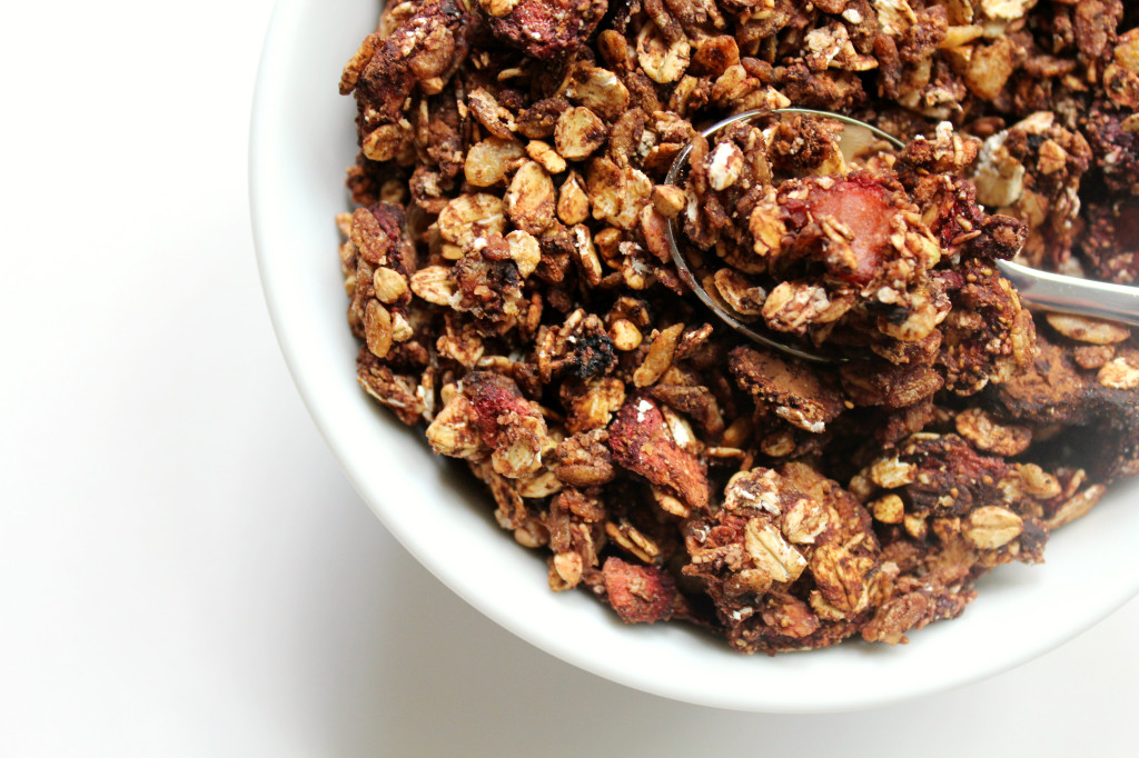Strawberry Mocha Granola | Strength and Sunshine @RebeccaGF666 #granola #breakfast #strawberry #mocha #glutenfree #vegan #snack