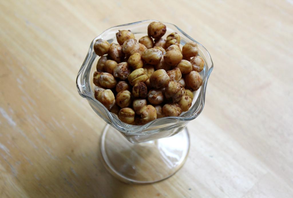 "Crunchy Cinnamon ""Sugar"" Chickpeas | Strength and Sunshine @RebeccaGF666 #snacks #chickpeas #glutenfree #vegan #sugarfree"
