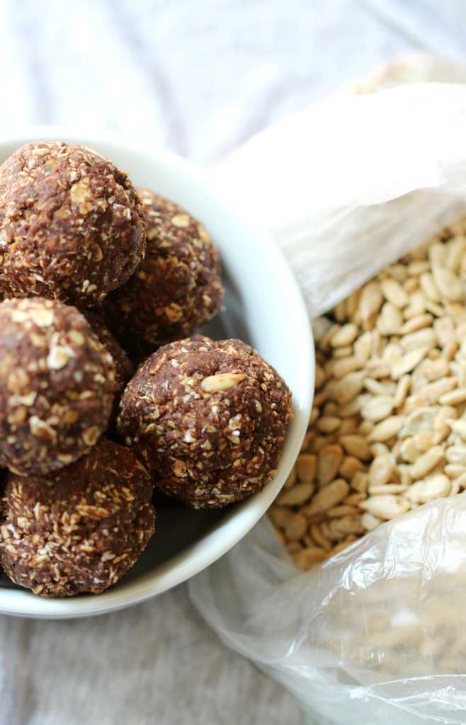 Mint Chocolate Sunflower Bites | Strength and Sunshine @RebeccaGF666 The refreshing taste of mint paired with decadent chocolate is a match made in flavor heaven. These Mint Chocolate Sunflower Bites provide a hefty dose of flavor along with whole grain oats and sunflower seeds, making them the perfect healthy gluten-free, nut-free, and vegan energy snack recipe!