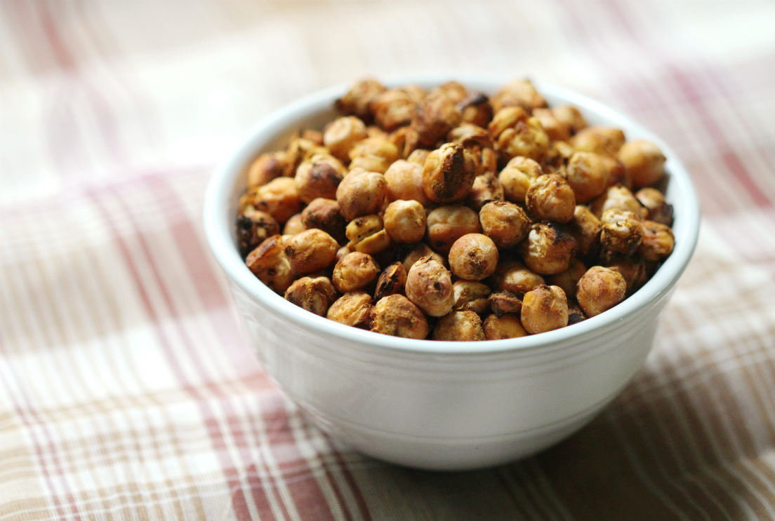 Pumpkin Spice Roasted Chickpeas | Strength and Sunshine @RebeccaGF666 A perfect healthy, crunchy, pumpkin snack! Satisfy your sweet snack craving with pumpkin spice roasted chickpeas. Gluten-free, vegan, and allergy-friendly, you won't be able to keep your hands off them!