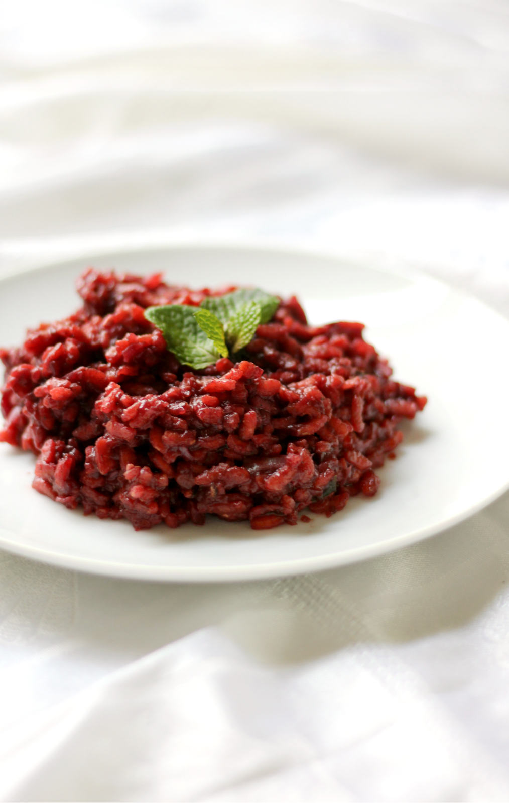 Beetroot Risotto | Strength and Sunshine @RebeccaGF666 Ultra creamy vegan and gluten-free beetroot risotto. A delicious and beautiful side dish done in 30 minutes. This healthy risotto recipe will have you winning dinnertime! [ad]