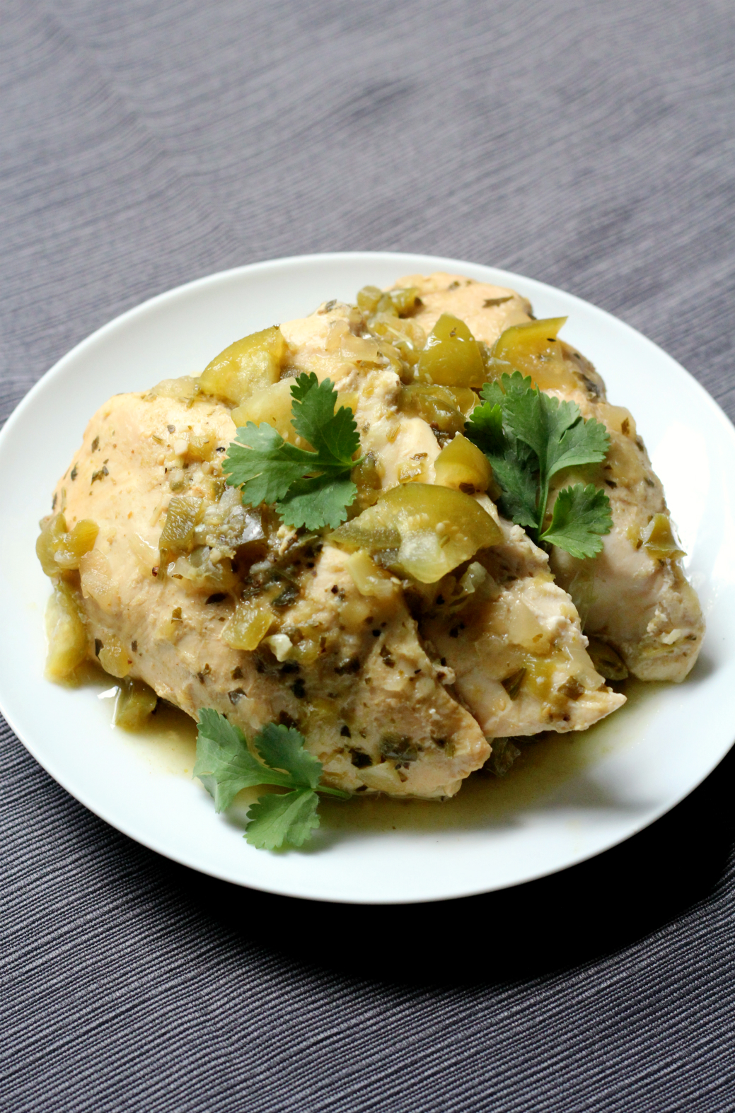 Slow Cooker Salsa Verde Chicken | Strength and Sunshine @RebeccaGF666 The classic green sauce, salsa verde with tomatillos, is the perfect addition to a simple slow cooker salsa verde chicken recipe for any easy and healthy weeknight dinner. Gluten-free, paleo, and full of flavor!