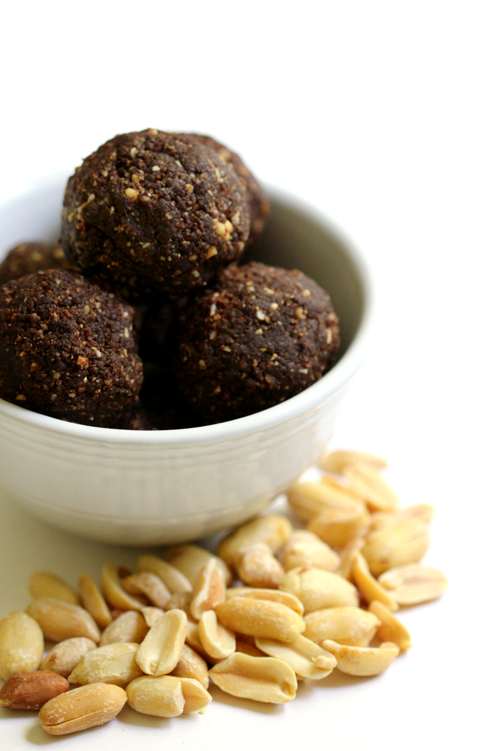 Chocolate Peanut Butter Power Balls | Strength and Sunshine @RebeccaGF666 Get your chocolate and peanut butter fix with these healthy, gluten-free, vegan, and grain-free Chocolate Peanut Butter Power Balls! A yummy protein-packed snack recipe for all ages and bite sizes!