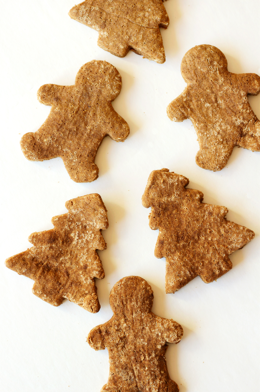 Classic Gluten-Free Gingerbread Cookies (Vegan) | Strength and Sunshine @RebeccaGF666 The holiday season is not complete without Gingerbread Cookies! These classic gluten-free, vegan, and allergy-free gingerbread men (and friends) are such a fun sweet treat for all to have this Christmas. Food allergies don't have to get in the way with this dessert recipe!