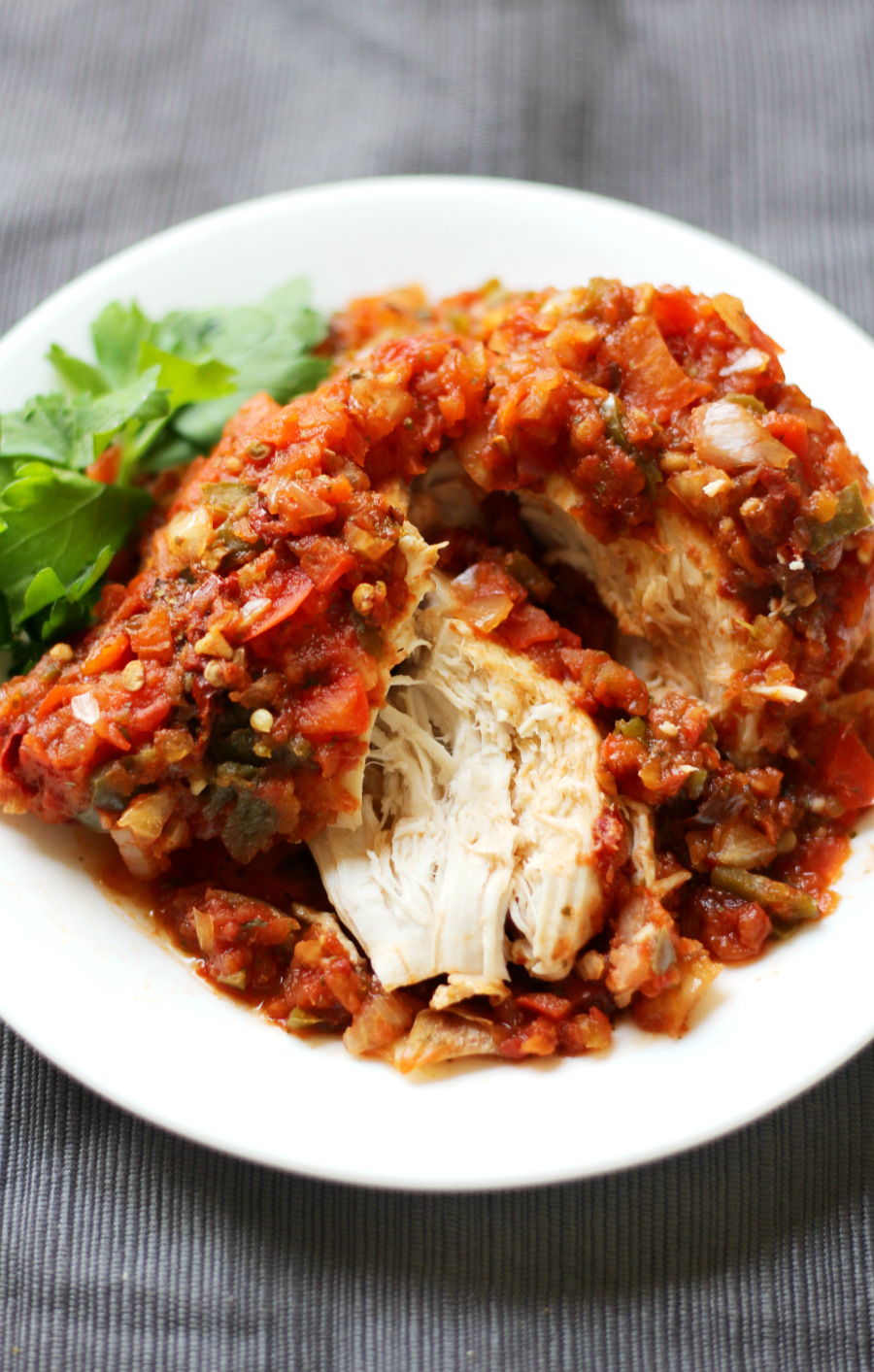 Slow Cooker Chicken Sofrito (Gluten-Free, Paleo) | Strength and Sunshine @RebeccaGF666 Time to wake up those taste buds! A super spicy and easy dinner recipe you can throw together in minutes! Slow Cooker Chicken Sofrito made right in your crockpot, gluten-free, paleo, and allergy-free! This flavor-packed healthy recipe gives you a dose veggies from the homemade salsa!