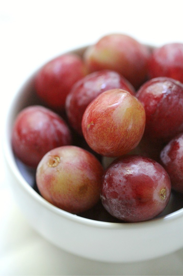 5 Reasons Why California Grapes Need To Be In Your Lunchbox | Strength and Sunshine @RebeccaGF666 What's one of the best portable, easy, healthy, and delicious snacks you could add to your lunch to brighten it up? Grapes of course! Here are 5 reasons why California Grapes need to be in your lunchbox this year! ad @GrapesfromCA