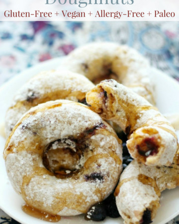 text-powdered-doughnuts-with-syrup
