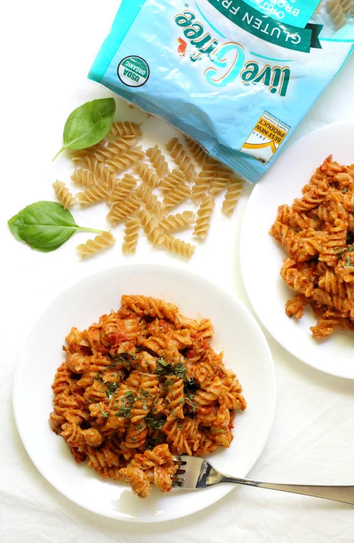 overhead-pesto-pasta-basil-noodles