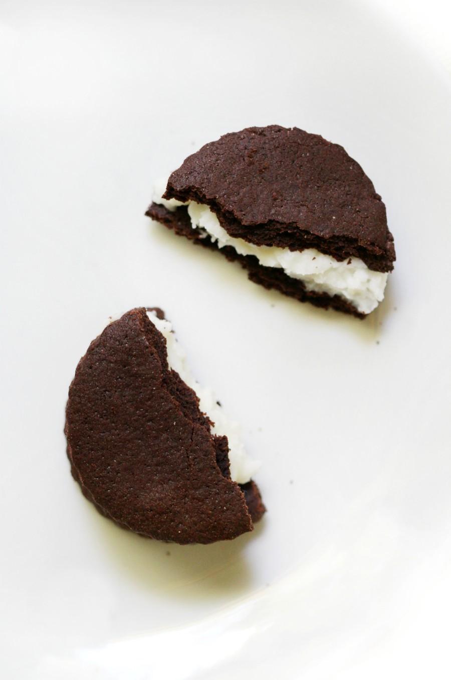 overhead-oreo-cookie-split-apart