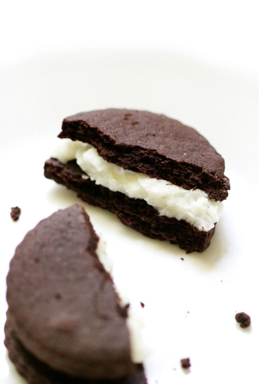 broken-oreo-cookie-close-up