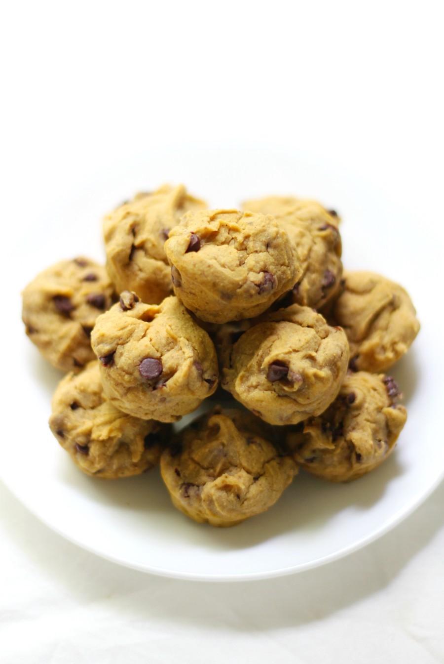 center-shot-chocolate-chip-pumpkin-muffin-bites