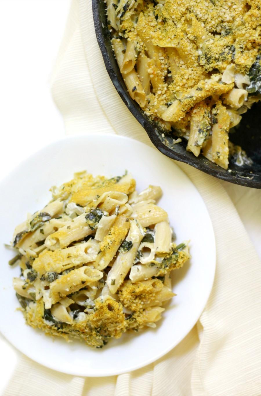 overhead-spinach-artichoke-pasta