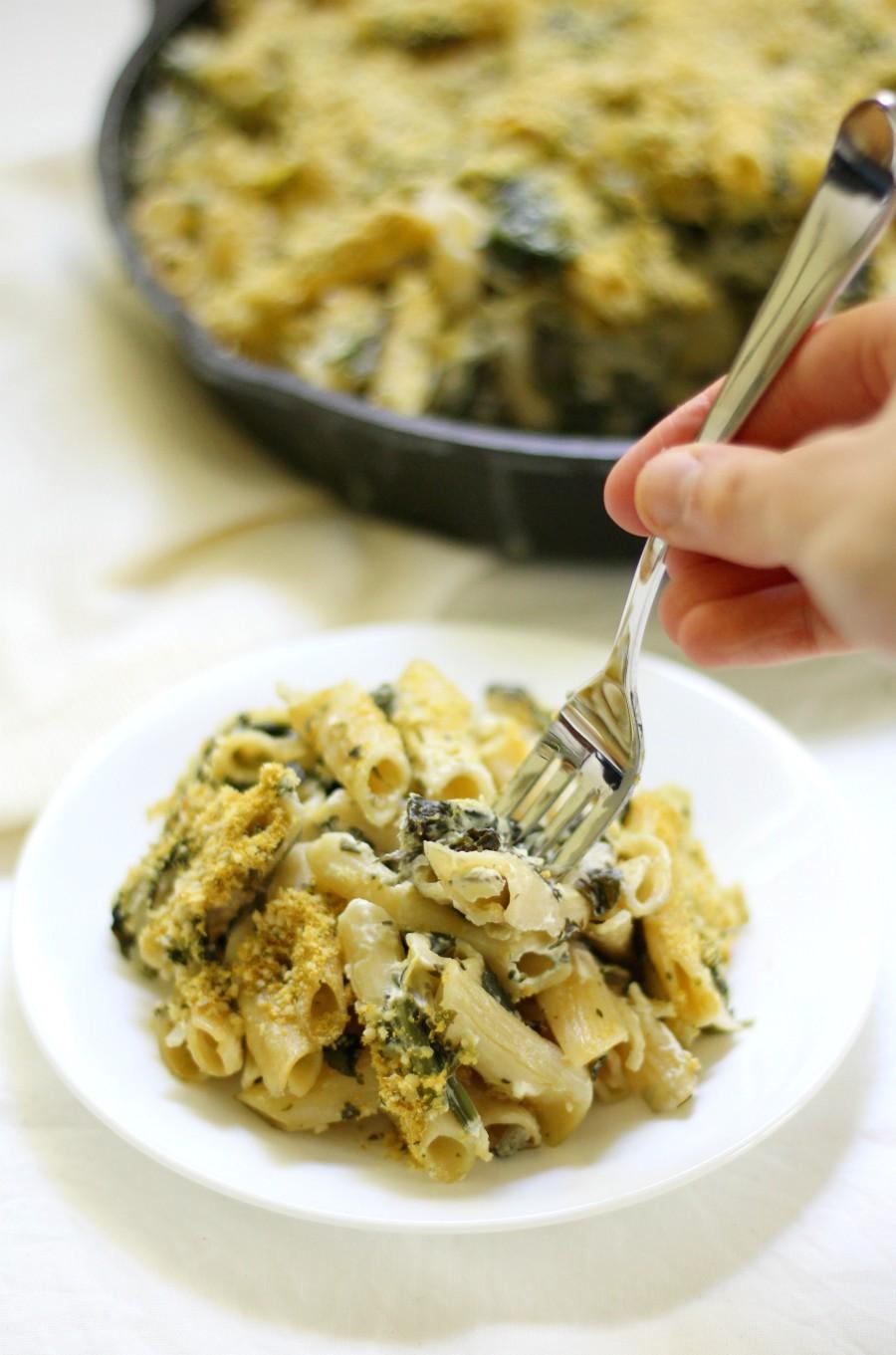 hand-fork-gluten-free-spinach-artichoke-pasta