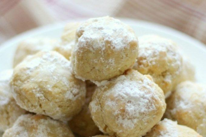 full-plate-snowball-cookies-pin