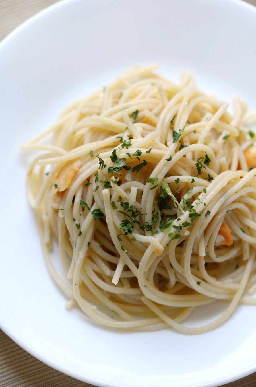overhead-single-plate-pasta-clam-sauce