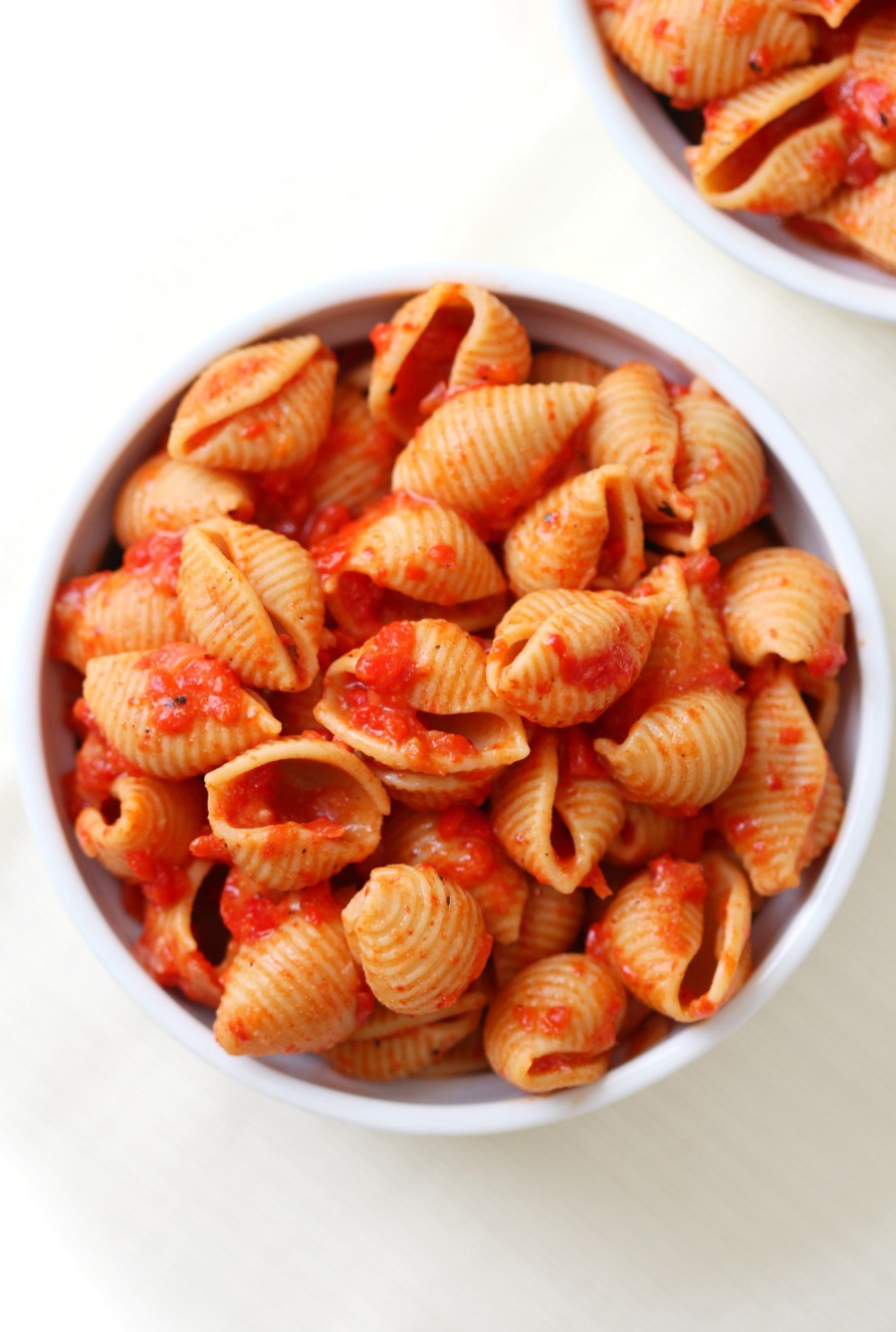 overhead-white-bowl-red-pepper-pasta