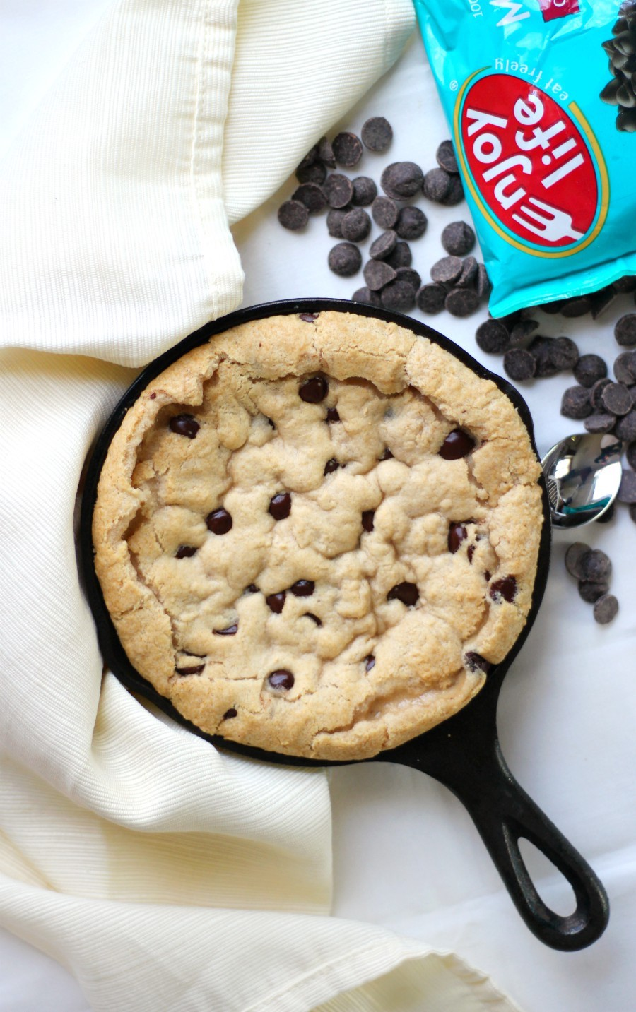 chocolate-chip-skillet-cookie-with-enjoy-life-chocolate-chips