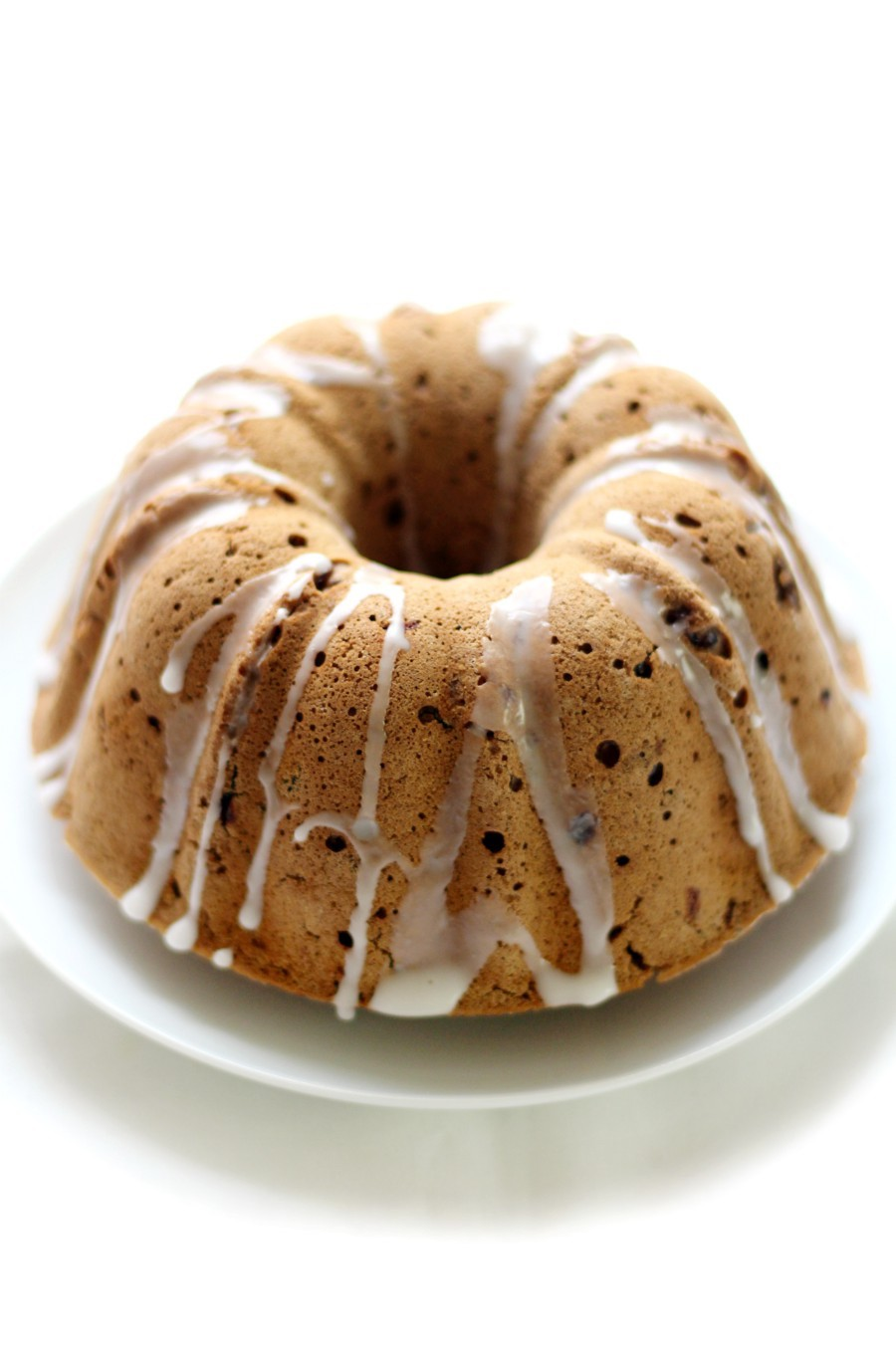 front-view-full-fruitcake-bundt