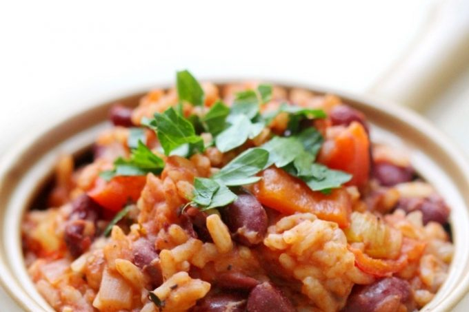 easy-vegan-red-beans-and-rice-parsley-in-tan-bowl-pin