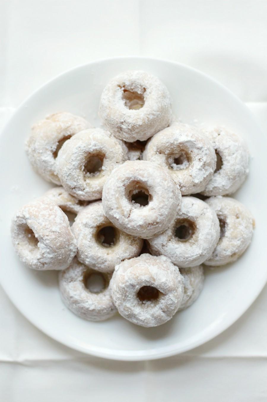 overhead-mini-powdered-doughnuts-on-white