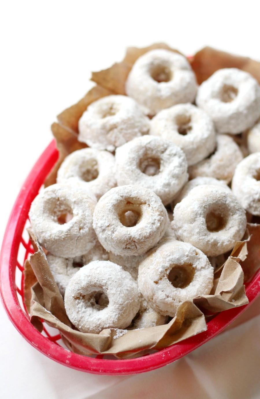 mini-powdered-donuts-red-basket