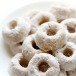 white-plate-mini-powdered-doughnuts-pin
